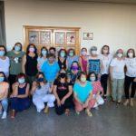 Mujeres del taller de manualidades del programa socioeducativo de atención a las familias y mayores.